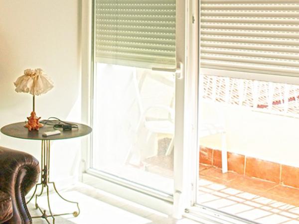 Especialistas en ventanas de pvc for Puerta osciloparalela