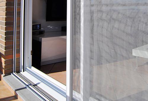 Mosquiteras enrollables para ventanas correderas - Colocar persiana enrollable ...